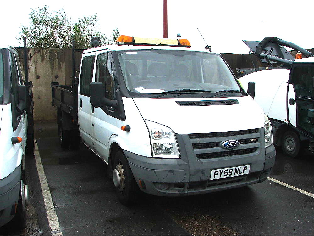 Lot 757 - WHITE FORD TRANSIT TWIN AXLE CREW CAB TIPPER TRUCK WITH TOOL CHEST, ROOF LIGHT & TOW BALL 09 PLATE