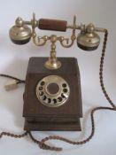 Telephone des années 30, en état de marche – hauteur : 30 cm Telephone of the [...]