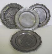 Lot de 4 assiettes en étain du XX avec système d'accroche mural – Une assiette [...]
