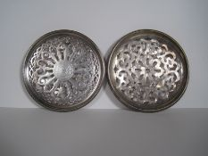 Plateau en métal argenté ajouré, marque FELIXP, années 30, posé sur 4 roulettes, [...]