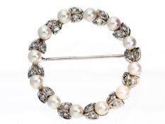 Brosche mit Perlen und Diamanten, vintage Goldschmiedearbeit feiner Qualität Ca. Ø32mm, ca. 8,1g,