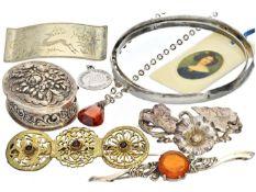 Kette/Brosche/Armreif: Konvolut vintage Schmuck/Antikschmuck Insgesamt 12 Objekte,