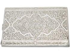 Etui: prächtiges antikes Zigarettenetui mit tiefer Ziergravur, Silber Ca. 11 × 8cm, ca. 118g,