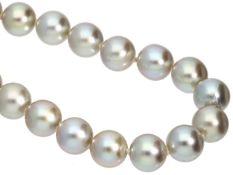 Kette: Vintage Akoya-Perlenstrang sehr feiner Qualität Ca. 42cm lang, einzeln geknüpft, 55
