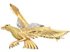 Brosche: ausgefallene 18K Goldschmiedebrosche mit Diamantbesatz Ca. 38 × 56mm, ca. 9,9g, 18K Gold,