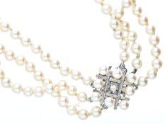 Kette/Collier: sehr schöne 3-reihige Zuchtperlenkette mit weißgoldener Brillantschließe Ca. 42,5cm