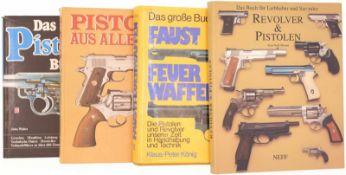 Konvolut von 4 Büchern@ 1. Das Pistolenbuch von John Walter. 2. Pistolen aus aller Welt,
