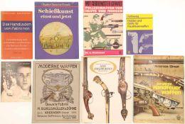 """Konvolut von 8 Büchern@ 1. """"Holster und Griffe für Faustfeuerwaffen"""" von Rolf Henning. 2. """"Mit"""