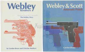 Konvolut von 2 Bänden Webley 1. Webley Revolvers, The Webley Story, Autoren Gordon Bruce und