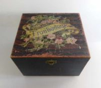 """Polyphon um 1900, Holzgehäuse mit funktionierendem Spielwerk, auf dem Deckel bez. """"Troubadour"""","""