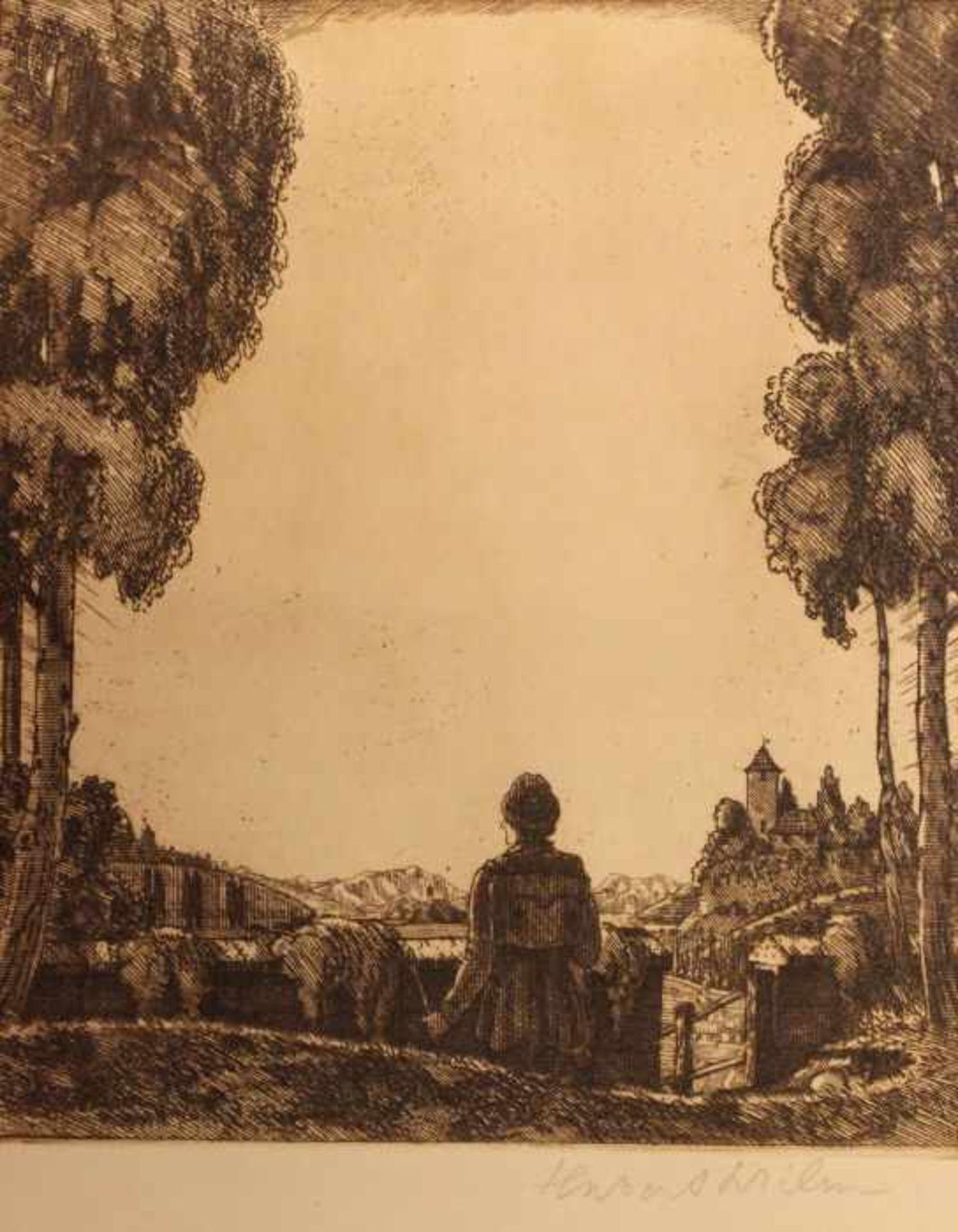 """Los 47 - Radierung - Hubert Wilm (1887 Kaufbeuren - 1953) """"Dame vor Altstadtkulisse"""", r.u. Bleistiftsignatur,"""