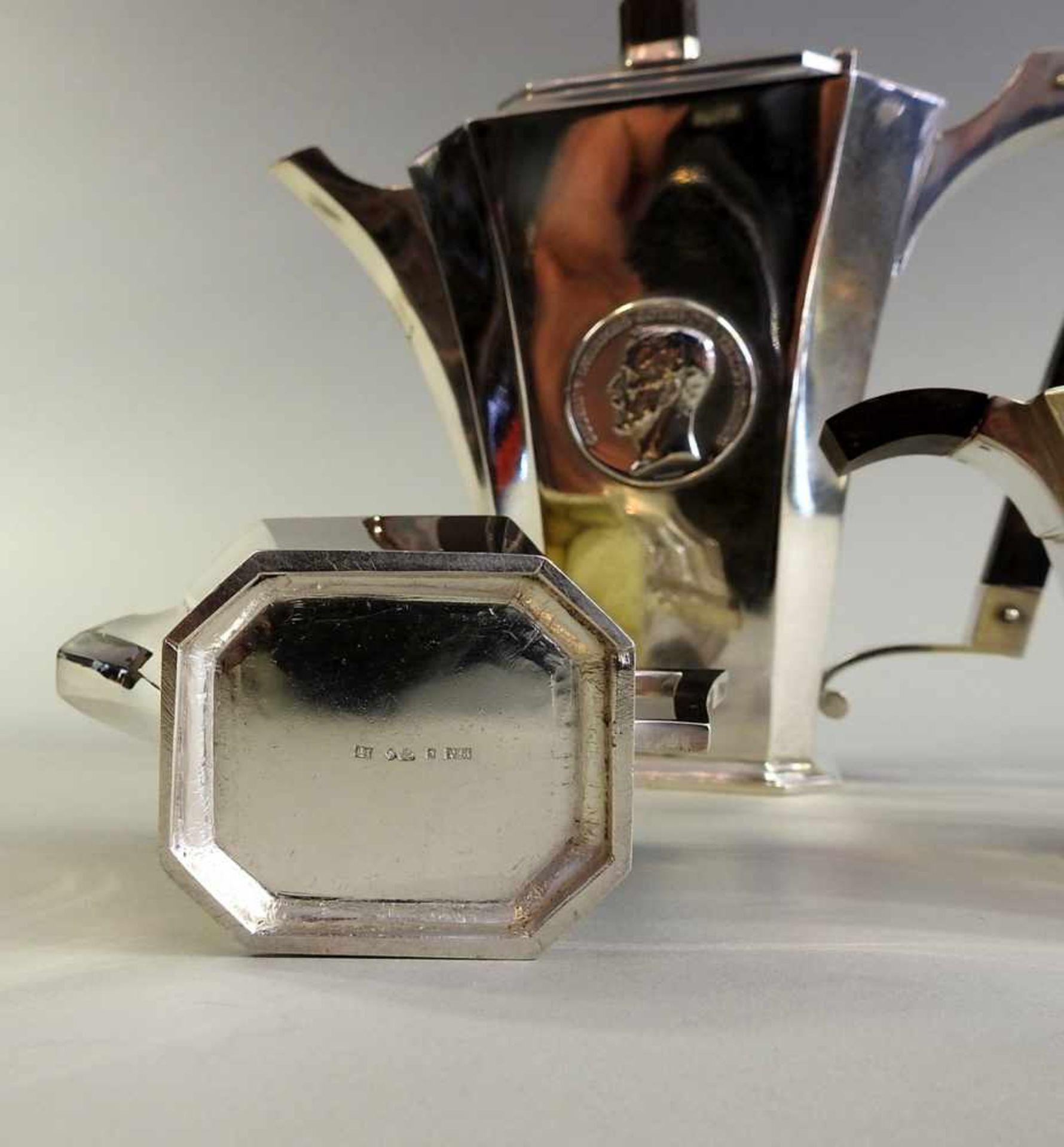 Los 7 - Dreiteiliges Tee/Kaffeeservice Silber 830, alle drei Teile haben die Meistermarke EKJ, S in einem