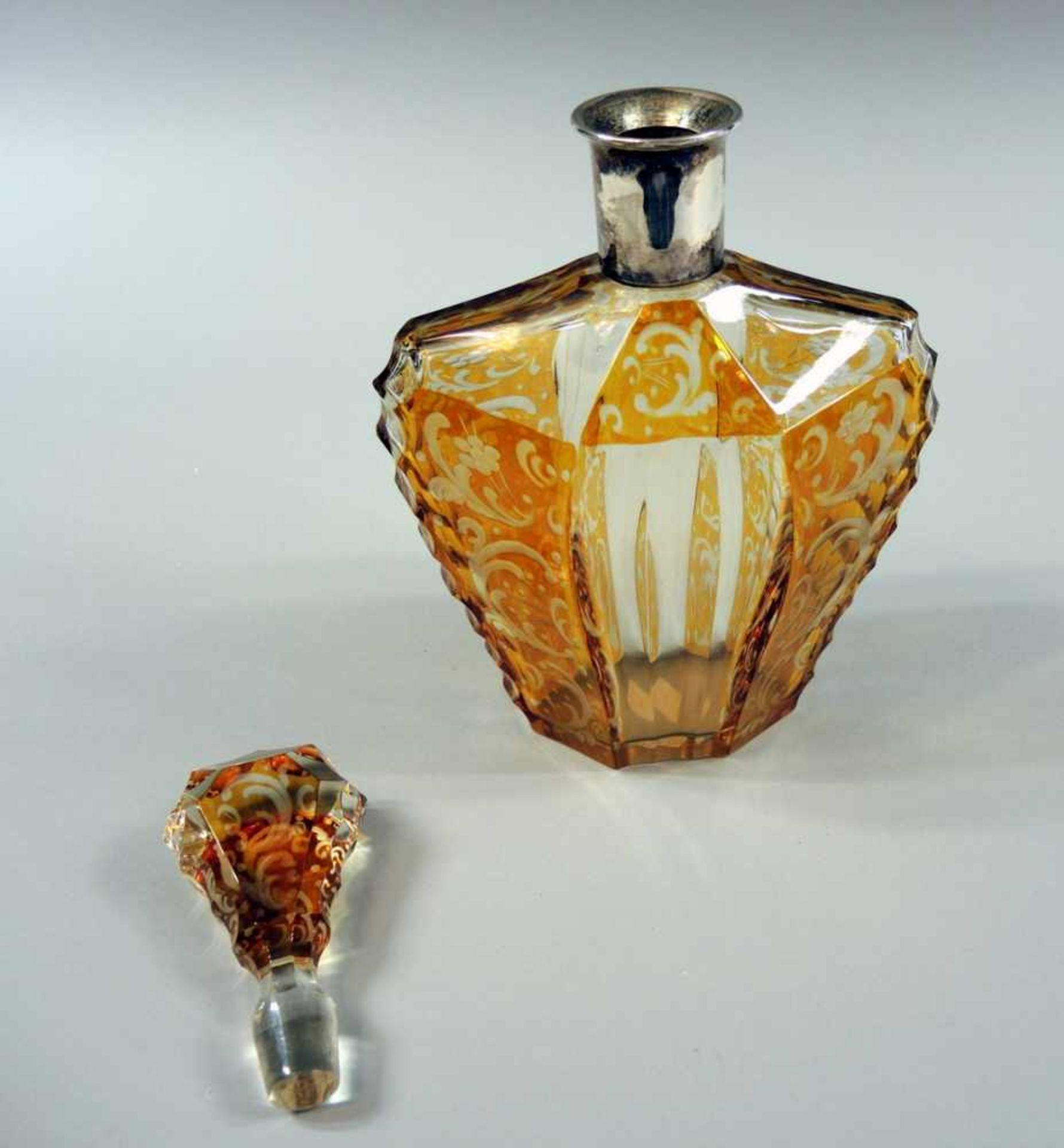Los 39 - Josephinenhütte Kristall-Karaffe Glas, mit Gelbätze-Bernsteindekor, geometrisch geschliffenem Korpus