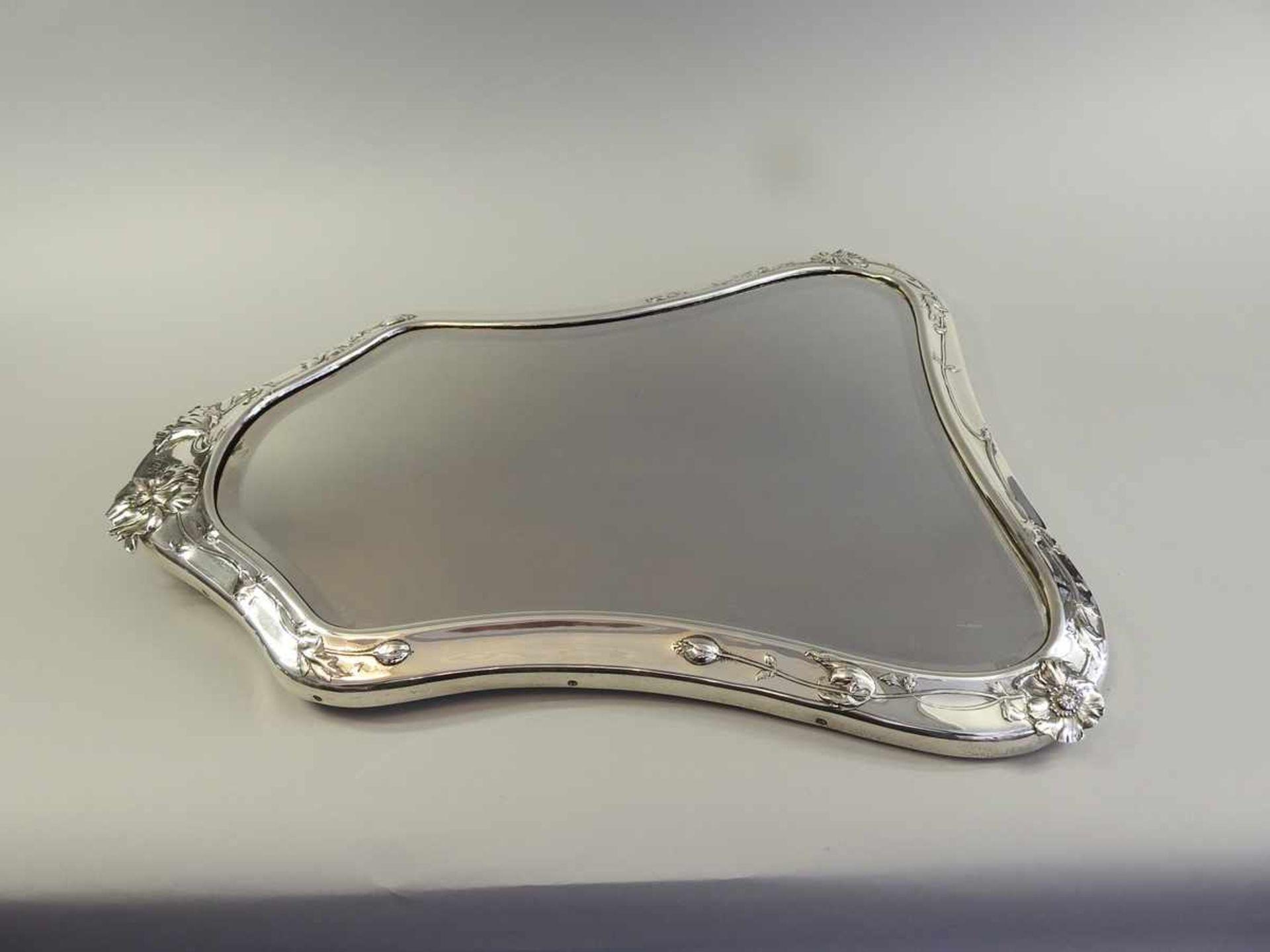 Los 18 - Jugendstil Silberspiegel Silber 900, unten am Rand punziert mit Halbmond und Krone, 900 und Vase mit