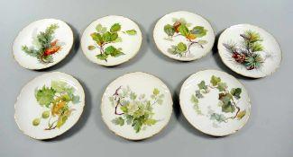 7 KPM Dessertteller Porzellan, mit eleganter und akkurater Handbemalung mit verschiedenen