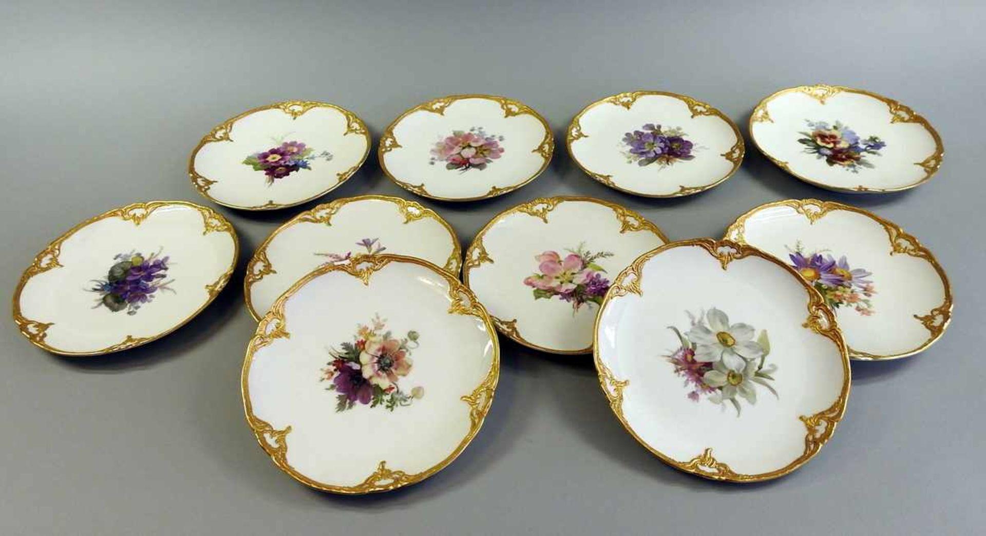 Los 41 - 10 KPM Neuzierat Dessertteller Porzellan, aufglasur handbemalt nach Blumendekor Nr. 73, mit Gold-