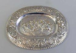 """Prunkvolle ovale Schauplatte Silber 800, am Rand punziert mit Stadtmarke, """"K"""" für Johann Adam"""