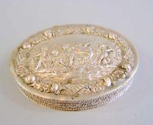 Ovale Dose Silber 800, Halbmond und Krone. Dose ist reich und fein ziseliert, der Scharnierdeckel