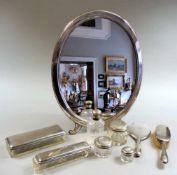Herrschaftliches Frisierset Silber 800 und 13 lötiges Silber, unter dem Deckel und seitlich