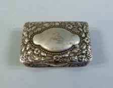 Pillendose Silber 800, am Boden mit Feingehaltstempel, Halbmond und Krone und undeutlicher