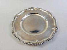 Runde Platte Silber 835, am Rand mit Feingehaltstempel, Halbmond und Krone und Meisterpunze