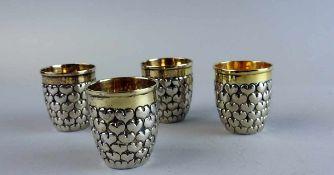 4 Becher mit Herzen Silber 800, am Boden mit Feingehaltstempel, Halbmond und Krone. Aufwendige