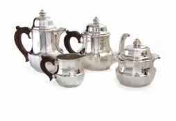 4-teilig. Kaffee-Teeservice, Frankreich 950er Silber. Bestehend aus Kaffeekanne, Teekanne,