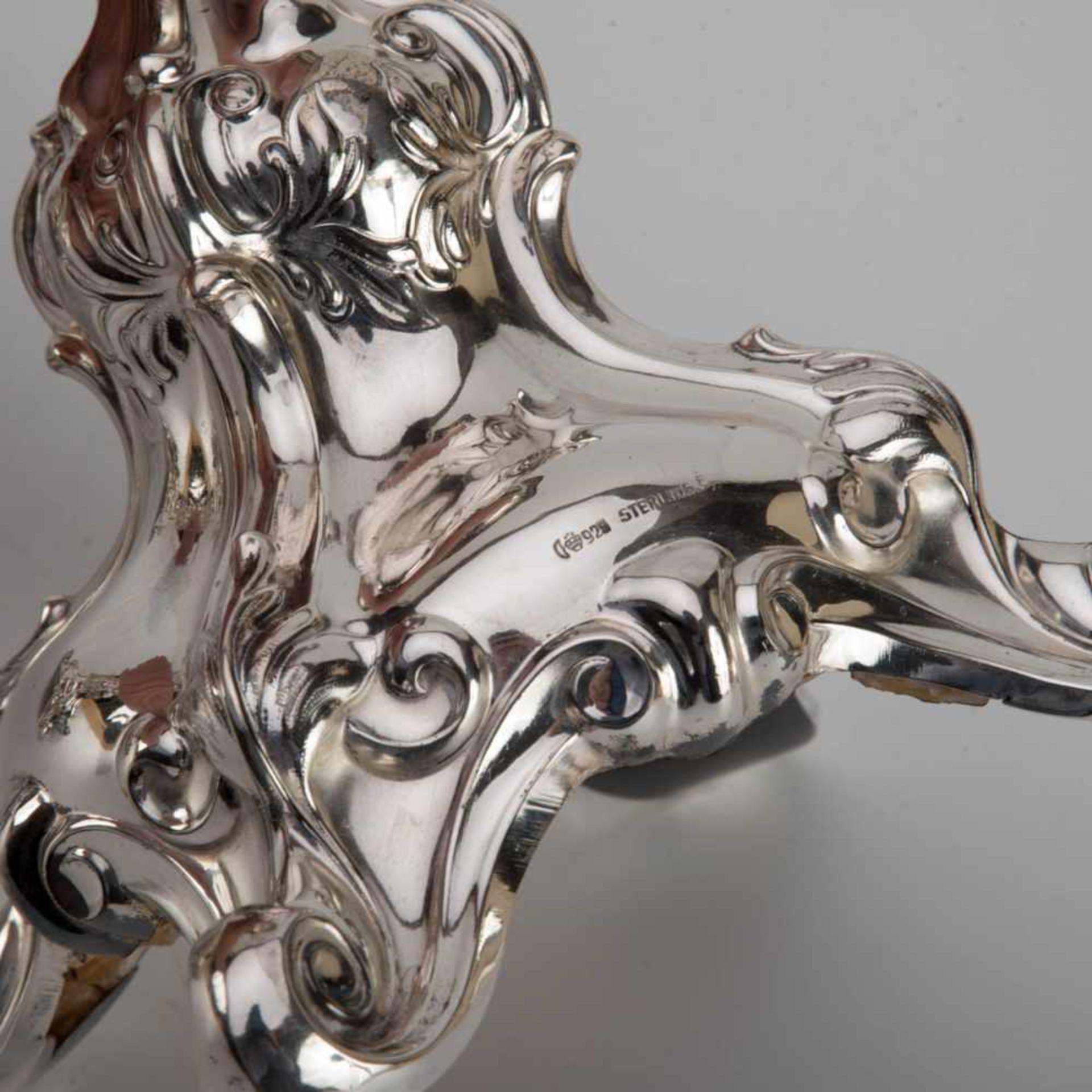 Los 29 - Paar Tafelleuchter, Dresdner Barock um 1920 925er Silber. Auf vier gerollten Volutenfüßen, gewölbter