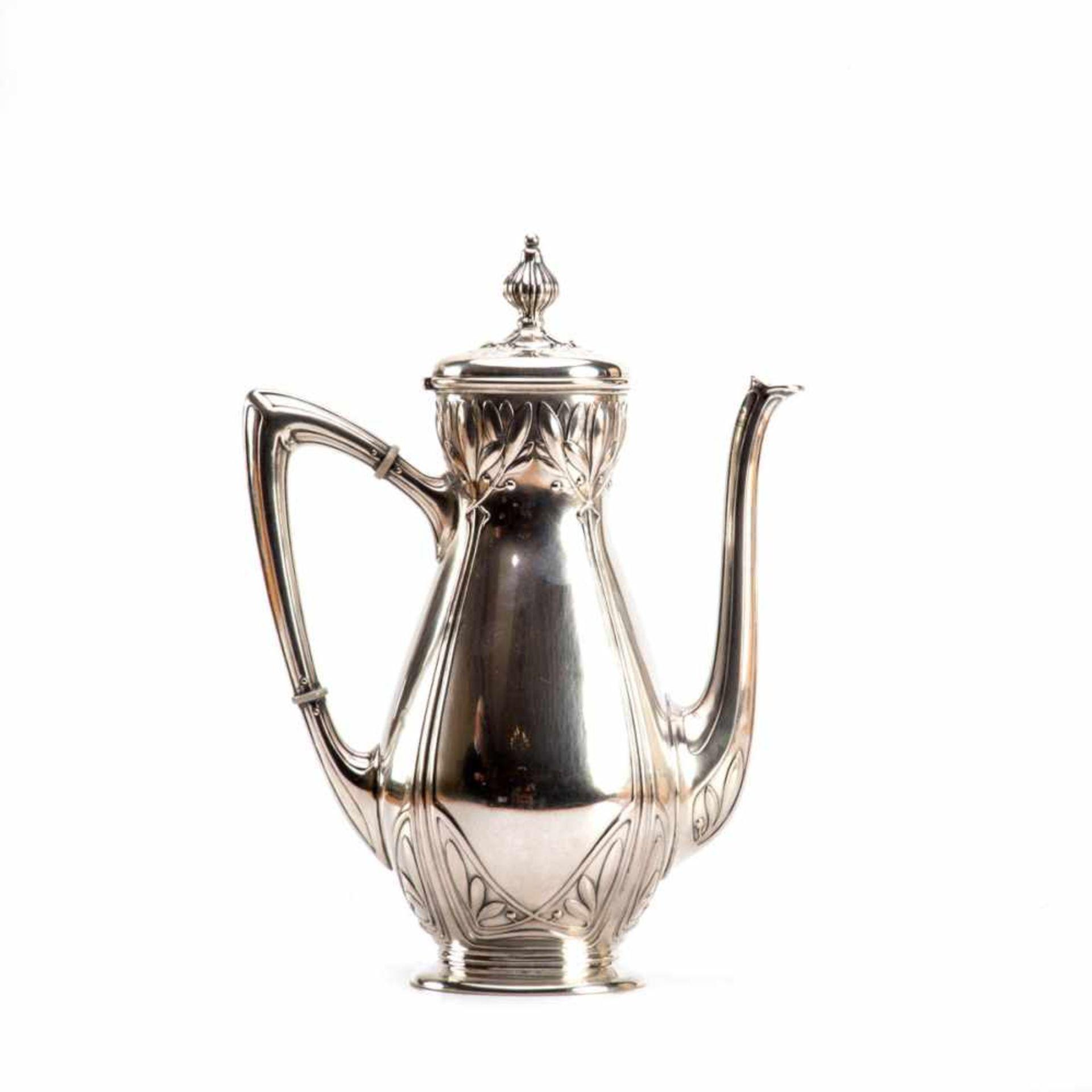 Los 31 - Jugendstil-Kaffeekanne mit floralem Reliefdekor Silber. Wilkens-Bremen, Juwelier Freytag, Modell Nr.