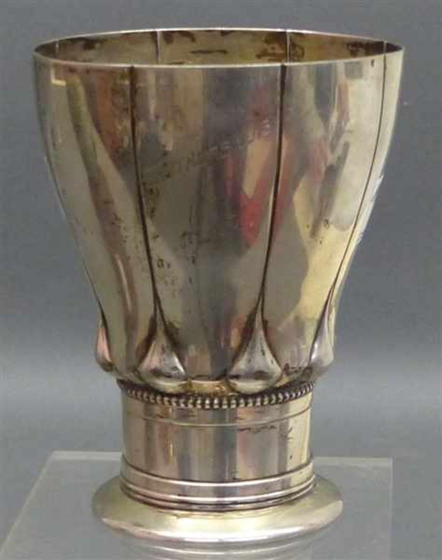 Los 1029 - Zierpokal 800 Silber, punziert, Reliefdekor, Reste alter Innenvergoldung, mit Gravur, Reitkurs 1913,