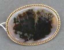 Brosche, um 1900 14 kt. Gelbgold, ovaler Achat, Kordeldekor, ca. 5 g schwer, b 3 cm,