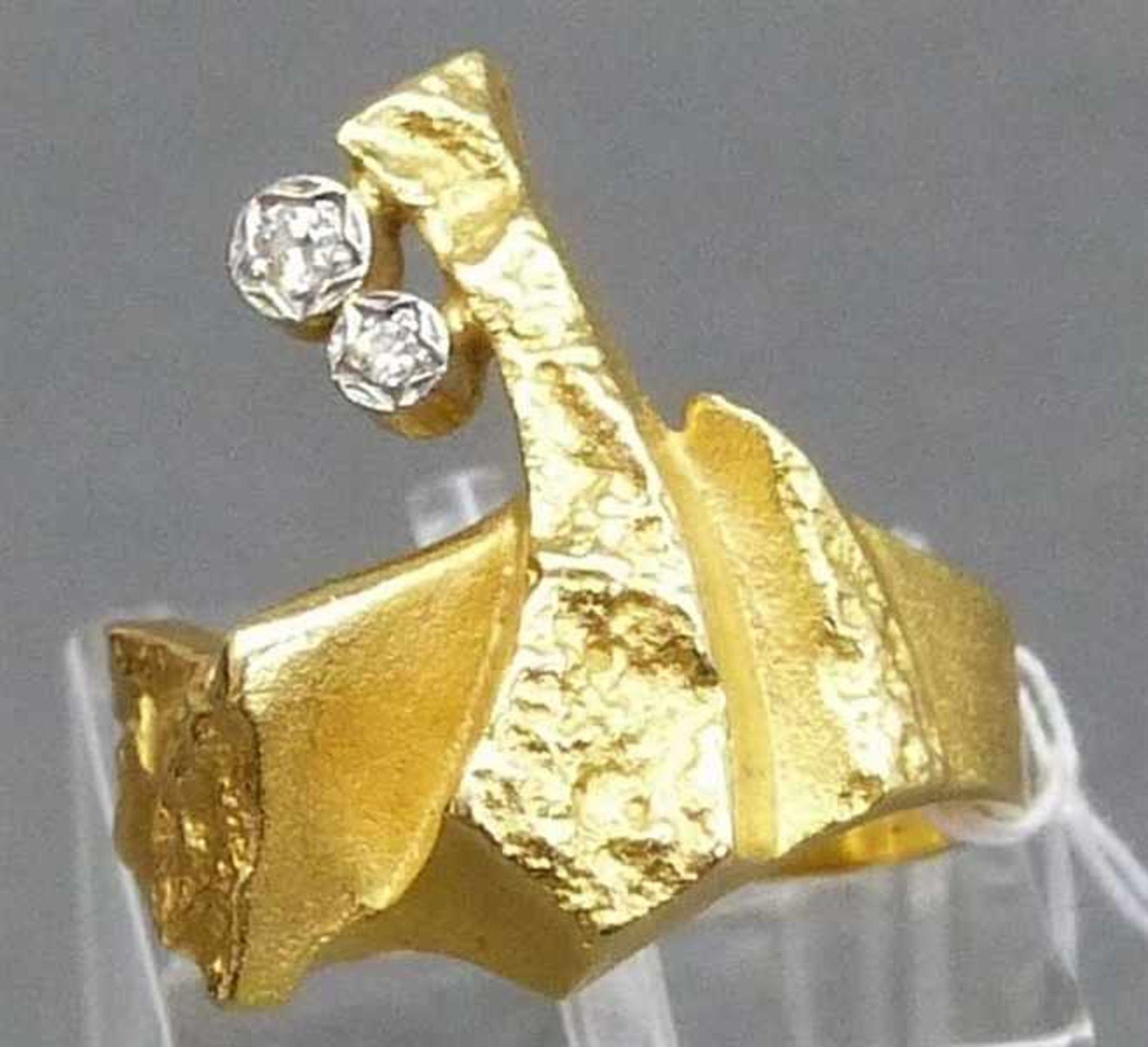 """Los 1055 - Damenring 13 kt. Gelbgold, gemarkt """"Lapponia"""", 2 kl. Brillanten, Handarbeit, mod. Designform, ca."""