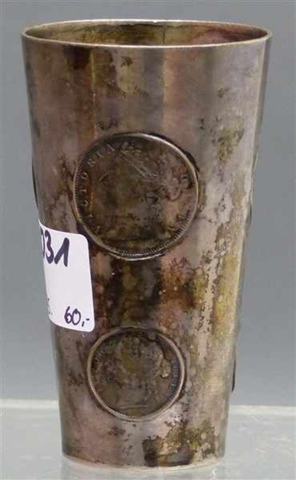 Los 1031 - Münzbecher, um 1900 Silber, mit 7 Münzen: Queen Victoria, ca. 97 g schwer, h 8 cm,