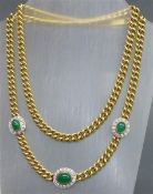 Smaragdcollier 18 kt. Gelbgold, mittig Smaragdcabochon/12x9 mm, 2 Smaragdcabochons seitlich je 3
