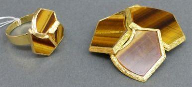 Schmuckset Damenring und große Brosche, Handarbeit, 18 kt. Gelbgold, besetzt mit geschliffenen
