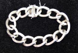Armband 14 kt. Weißgold, Kettenglieder, teilweise graviert, Kastenschloss mit Sicherung, l 21,5