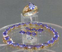 Schmuckgarnitur 14 kt. Gelbgold, 1 Damenring, oval, blauer Edelstein, wohl Tansanit, 8 kl.
