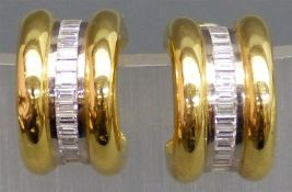 Paar Ohrclipse 18 kt. Gelbgold, besetzt mit 38 Diamantbaquetten zus. ca. 2,50 ct., weiß, vvsi,