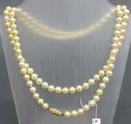Perlenkette Zuchtperlen 6 mm, mit 14 kt. Gelbgoldschloss, l 80 cm,