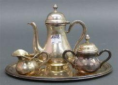 Mokkaservice 800 Silber, punziert, 1 Mokkakanne, Sahne und Zucker, auf Tablett, 20. Jh., zus. ca.