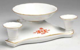 Tischleuchter mit Drachenmuster 4-flg. Weiß, glasiert. Passig geschweifte Form mit 3