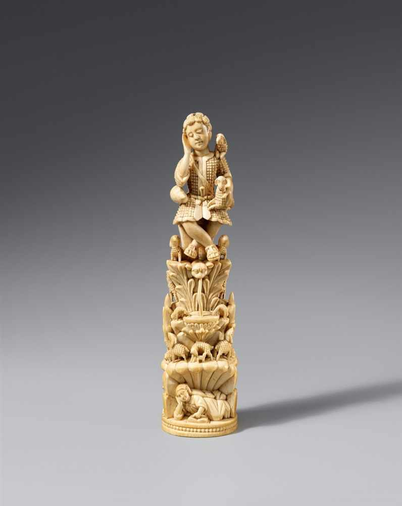 Lot 2190 - Goa 17.-18. JahrhundertGuter Hirte Elfenbein, aus zwei Teilen zusammengesetzt, vollrund und