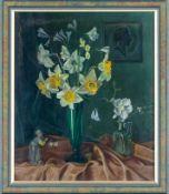 Bell, Robert Michael (geb. 1891) Narzissenstrauß in grüner Glasvase, Mispelzweig und Christrose in