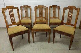 6 Louis-XVI-Stühle, um 1780 Nussbaum/ - maserholz, kanellierte Pyramidenbeine, gerade Zarge,
