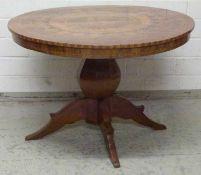 Biedermeier-Tisch, um 1820 Nussbaum, Kirschbaum u. Ahorn eingelegt, rund, oktogonaler Balusterfuß,