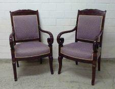 Paar Empire-Sessel, Frankreich Anfang 19.Jh. Mahagoni, Säbel-Beine, in Volute auslaufende Armlehnen,