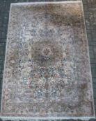 Zimmerteppich, Seide, Isfahan? hellgrundig, rundes Mittelmedaillon, blühende Bäume und Ranken,
