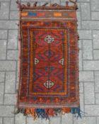 Torba Rotgrundig, mittig Rauten, Dreieckbordüre, Endkelim, 100x54 cm