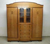 Kleiderschrank, um 1910 Birke, Mittelteil m. verglaster Doppeltür, darunter 4 Schubladen,