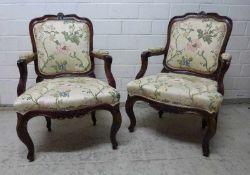 Paar Barock-Sessel, 18.Jh. Buche in Nussbaumton, geschweiftes Gestell, Blütenschnitzereien,